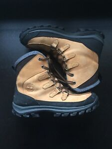 Men's Timberland Winter/Work boots U.S. Size 11 Colour: Wheat