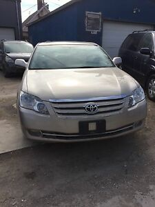 2005 Toyota Avalon XLS *Fully Loaded, Great on Gas*