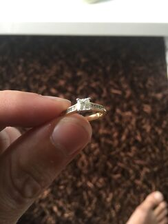 Real 18k gold diamond engagement ring PRICE DROPPED! Southport Gold Coast City Preview