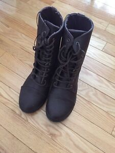 Boots size 8 NWT