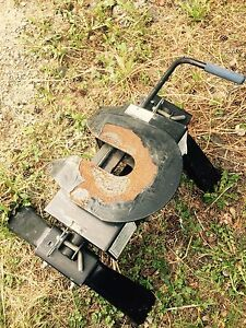 Fifth wheel hitch and tailgate