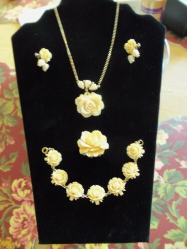 VINTAGE IVORY COLORED ROSE CELLULOID/PLASTIC JEWELRY SET