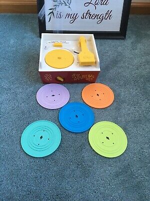 2014 FISHER PRICE PLASTIC WIND UP RECORD PLAYER MUSIC BOX 5 RECORDS WORKS