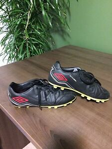 Youth Outdoor Soccer Cleat. Size 2