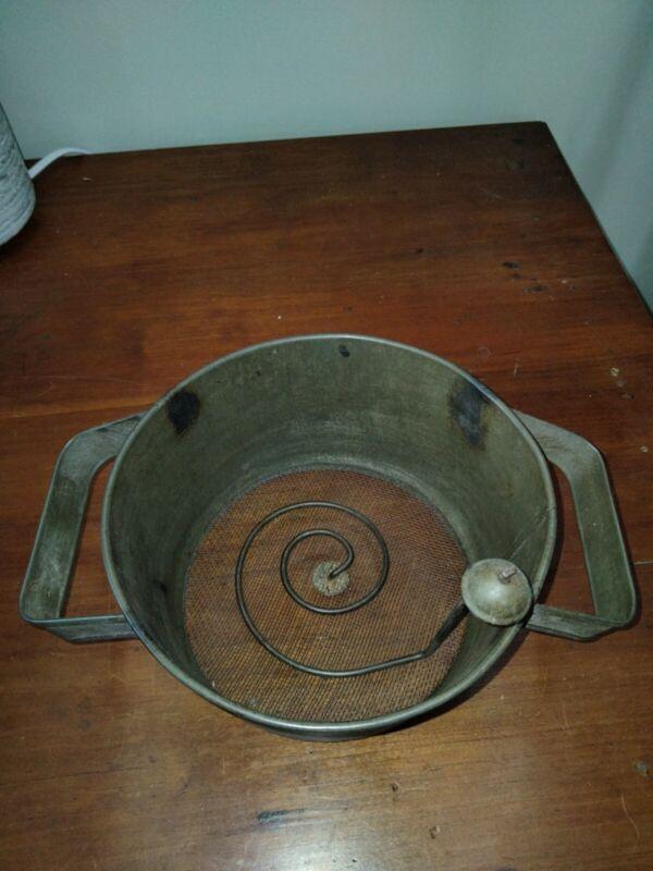 VINTAGE ANTIQUE  tin/metal Flour Sifter