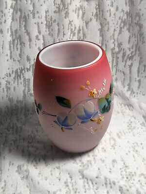 A 22 karat gold exterior with pearl opalescent Lusterware interior that has 2 handles Vase 208