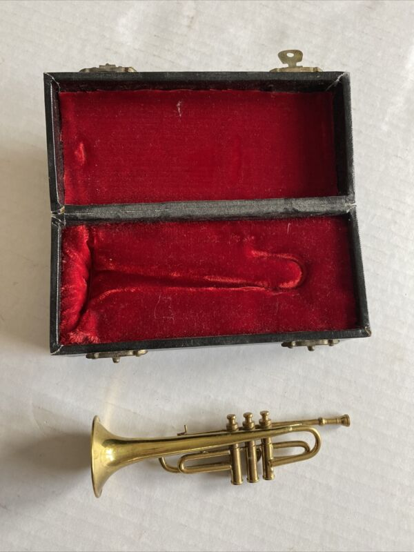 """SOLID BRASS MINIATURE 5"""" TRUMPET IN RED FELT LINED CASE"""