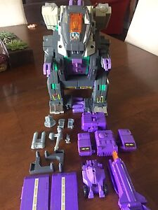 Vintage G1 Transformers trypticon  complete