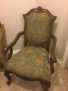 Like new Bombay Company accent chair reading chair Like new
