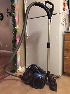 Less than 1yr Old Samsung Canister Vacuum - Great Condition!