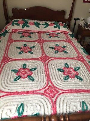 Beautiful Vintage Full Size Chenille Bedspread