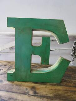 D11076 Metal Green White Letter E Industrial Wall Decor