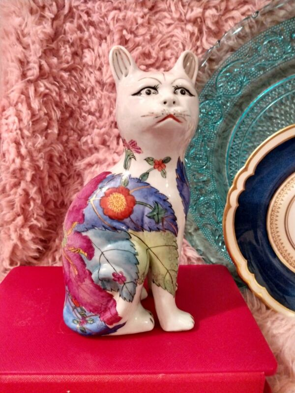 Vintage Gorgeous Chinese Tobacco Leaf China Cat Figurine, Chinoiserie Porcelain