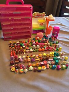 142 shopkins and accessories