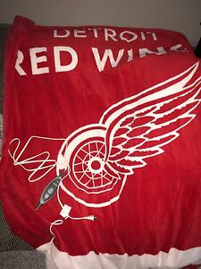 NHL Heated blanket hardly used