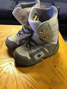 Burton size 5 boys snowboarding boots