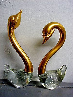 MID-CENTURY PAIR 2 ITALIAN ART GLASS SWAN BIRDS CASED IN BRASS BUBBLE PATTERN
