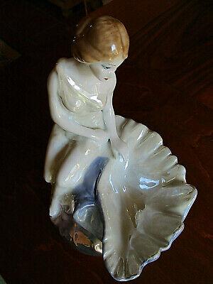 orzellanfigur, Mädchen/Muschel, gemarkt Stipo Dorohoi (Dekorative Mädchen)