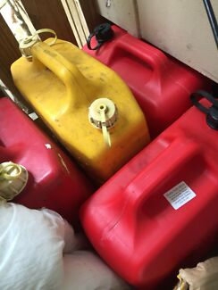 Jerry cans x7 20lt some brand new used once petrol ⛽️