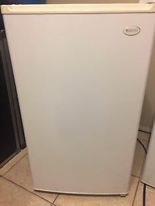 White sanyo mini fridge in excellent condition