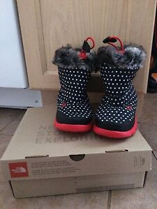 Brand New The North Face snow boots toddler size8