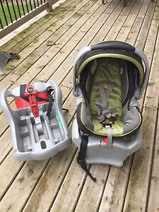 Graco Snugride 35 Carseat & two bases