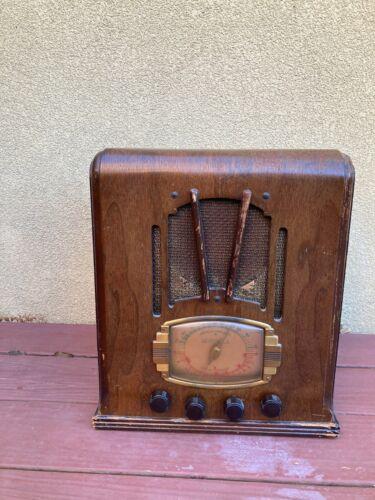 "VINTAGE MOTOROLA 1937 DECO TOMBSTONE RADIO RECEIVER WITH ""V"" GRILLE POWERS ON"