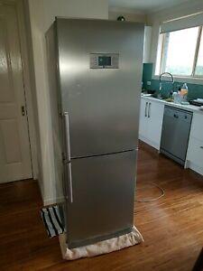 (On hold) LG Fridge / freezer no frost