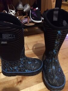 Bogs winter boots size 11 girls