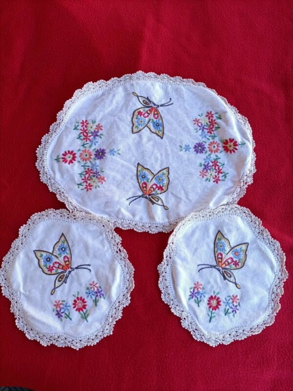 Beautiful Vintage BUTTERFLY Embroidered Doily Set ! Free Postage !!