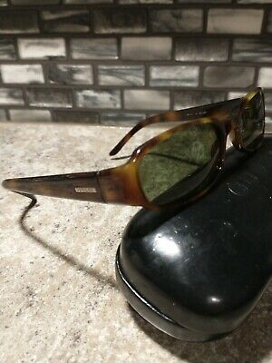 Gucci sunglasses, classic vintage style w/ brown and caramel frames, pre-owned.