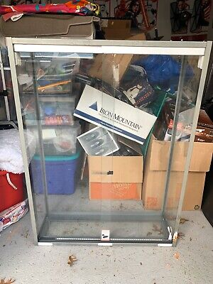 Slatwall Game Glass Display Case For Any Business