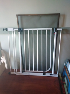 Baby safety gate x2