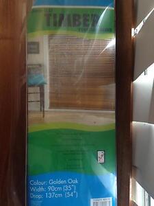 2 timber Venetian blinds 90cm wide 137cm drop Tarragindi Brisbane South West Preview