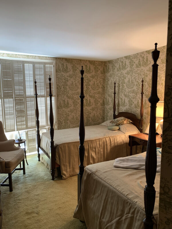 Kindel mahogany twin size Poster Bed Set - Vintage