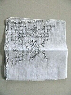 Mother Wedding Hankie Bride Ivory Linen Pouch Friend Gift Vintage Embroidered Vintage Pouch Lace Vintage Hankie Green Edge