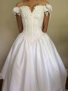 Wedding dress (doit partir)