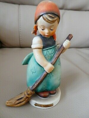 """HUMMELL """"LITTLE SWEEPER"""" FIGURINE 171 Very Good Condition"""