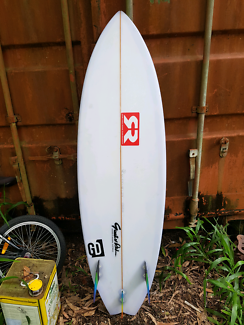 Gunther rohn twin fin 5'8 x19 x 2 3/8 like new