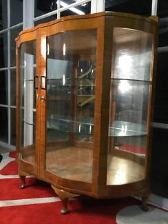 Gorgeous Vintage Art-Deco 60s Display Cabinet-Can Deliver
