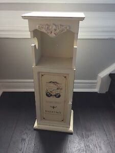 Paris themed roll holder and cabinet