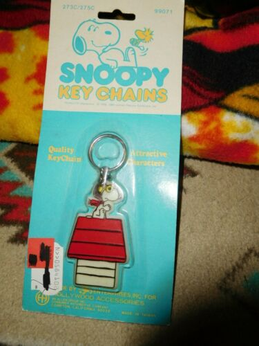 NEW NOS PEANUTS SNOOPY RED BARRON DOG HOUSE KEY CHAIN VINTAGE FIND