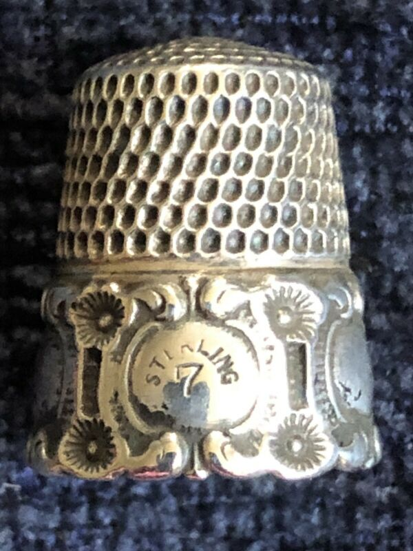 ANTIQUE SIMONS BROS REPOUSSE MEDALLION STERLING SILVER THIMBLE SIZE 7