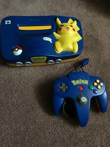 *Limited edition Toys r us Pokémon Nintendo 64 + cords *