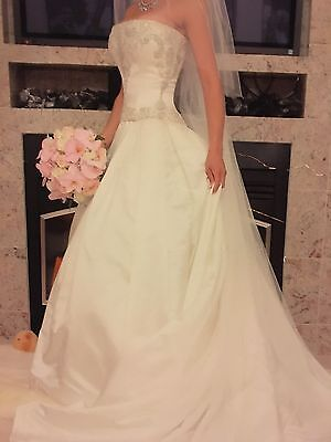 Authentic Reem Acra Wedding Ballgown Size 2