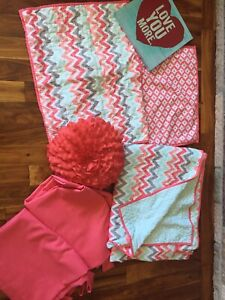 Bedroom quilt and decor