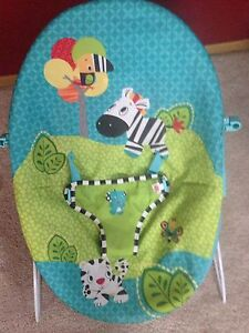 Baby bouncy seat with vibration