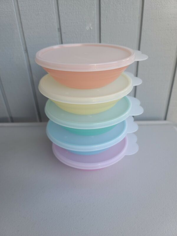 Tupperware Vintage Style Cereal Bowls Set of 5 Pastel Colors / FREE SHIPPING