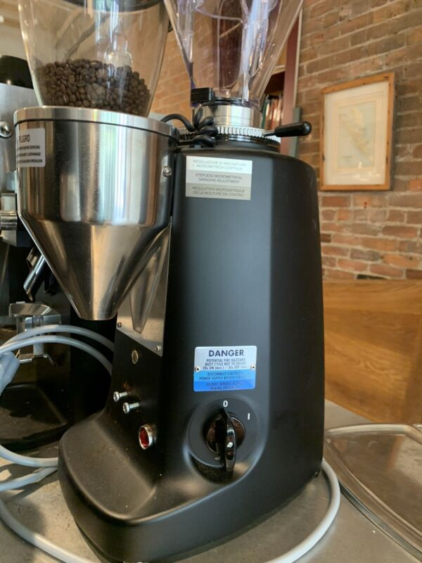 Mazzer Super Jolly E espresso grinder. Demo