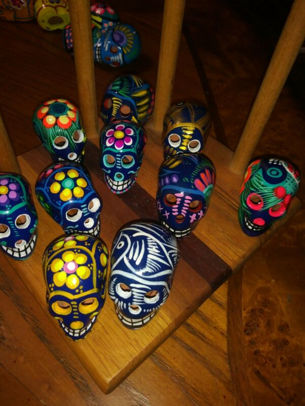 DAY OF THE DEAD MINI CERAMIC SKULLS . 5 PC SET  FIRST CLASS SHIPPING INCLUDED